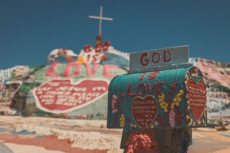 Botschaft an Gott am Salvation Mountain in Slab City