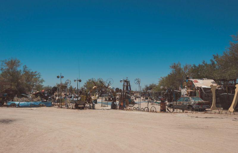 Leben in Slab City in der Wüste Kalifornien und Kunst errichten